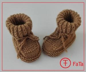9 cm, Babyschuhe, Taufschuhe, aus warmer Merino - Kamel - Mischung gestrickt, beige
