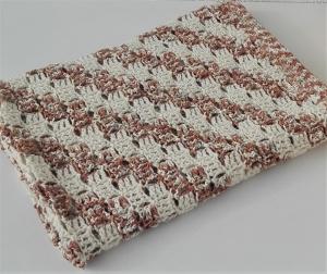 Babydecke in wollweiß - hellbraun aus Merino - Baumwolle - Mischung gehäkelt