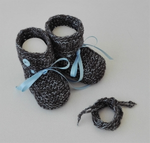 9 cm, Babyschuhe, Taufschuhe in grau - hellblau gestrickt