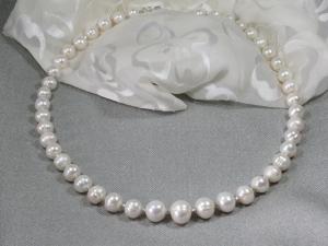 große Süßwasserperlen, 63 cm Komfortlänge, mit 925-Silber Perlen ergänzt, handgefädelt