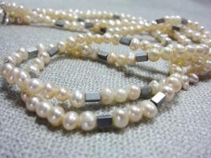 Perlenkette m.Hämatit, 48 cm, weiße Süßwasserperlen doppelreihig, handgearbeitet