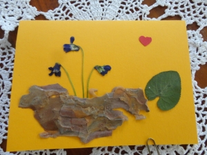 Karte mit Veilchen, Frühlingskarte