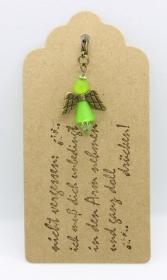 ★ Süßer Schutzengel in Grün aus Polaris-Perlen mit gestempelten Spruch-Anhänger ★  - Handarbeit kaufen