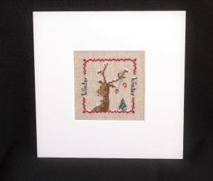 Winterlicher Elch im Schnee und weißen Passepartout  ★ auf Leinen gestickt ★   - Handarbeit kaufen