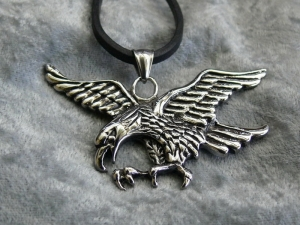 Der Adler, Herrscher des Himmels, Edelstahlanhänger mit Lederkette