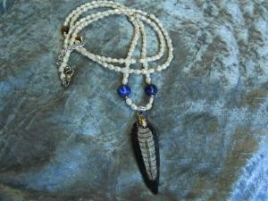 Fossilienanhänger,Orthoceras an Perlenkette, modern, leger, Handarbeit,Unikat