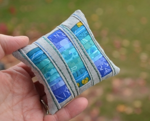 Minikissen ☆ Nadelkissen, Streifenfolge Blautöne - Handarbeit kaufen