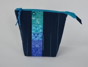 Kosmetiktäschchen ☀ blaue Tiefe ☀ Reißverschluss türkis - Handarbeit kaufen