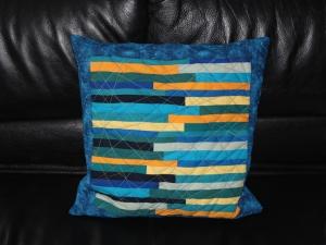 Kissenbezug mit Streifen, kreuz und quer gequiltet, 40 cm x 40 cm - Handarbeit kaufen