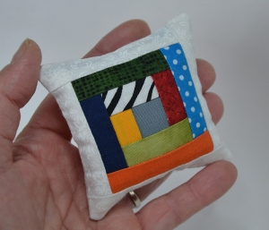 Minikissen ☆ Nadelkissen ♥ Logcabin ♥ rot -bunt - Handarbeit kaufen