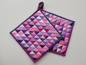 Topflappen mit ungezählten Dreiecken in violett-pink-rosa Tönen - Handarbeit kaufen
