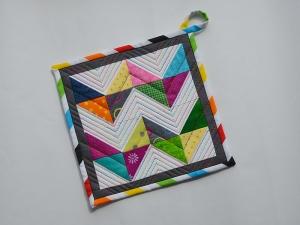 Topflappen ★ mit bunten Dreiecken ★ im Zick-Zack-Muster - Handarbeit kaufen