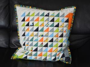 Kissenbezug mit Dreiecken  ★  diagonal gequiltet  ★  40 cm x 40 cm - Handarbeit kaufen