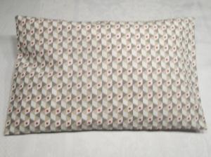 Zirbenkissen - gut schlafen - Innenkissen, Außenbezug mit Hotelverschluß, ca. 32,5 x 20,5 cm