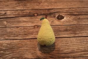 gehäkelte Birne für den Kaufladen oder die Kinderküche von Nanuschka