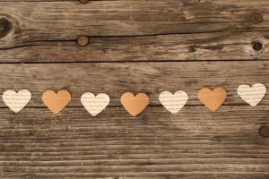 genähte Herz-Girlande aus Papier - Buch&Packpapier von Nanuschka