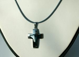 schlichtes KREUZ aus Edelstahl am Lederband