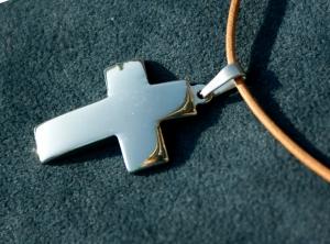 schlichtes KREUZ aus Edelstahl am Lederband Mann Frau christlich