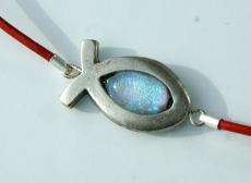 Ichthys mit dichroitischem Glas am Lederband rot silber christlich Fisch