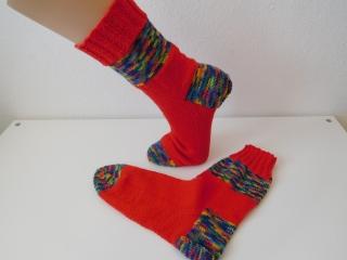 Socken handgestrickt Gr. 40 rot blau gemustert mit Baumwolle kaufen