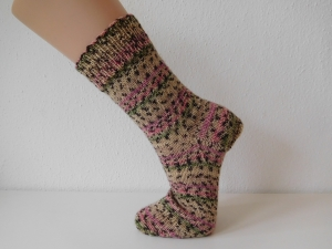 Socken handgestrickt Gr. 37 beige gestreift mit rosa und grün kaufen  - Handarbeit kaufen