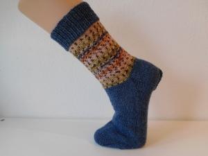 Socken handgestrickt Gr. 39 jeansblau mit Muster in beige kaufen  - Handarbeit kaufen