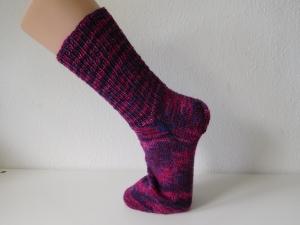 Socken handgestrickt Gr. 42 lila pink Melange Fantasiemuster kaufen  - Handarbeit kaufen