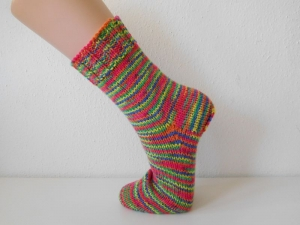 Socken handgestrickt Gr. 38 Sofasocken rot, orange, gelb, grün, blau gestreift kaufen