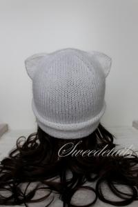 Strickmütze mit Katzenohren aus Wolle in Weiß Katzenmütze Wollmütze