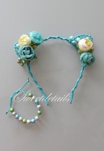 Haarreifen mit Blumen und Katzenohren + passendes Armband mit Perlen in Blau-Weiß