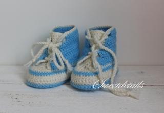 Sportliche Babyschuhe in Blau - Weiß  Baby Wollschuhe Schuhe Sportschuhe Häkelschuhe