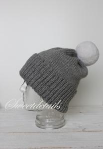Bommelmütze aus Wolle in Grau und Weiß Wollmütze Bommelwollmütze