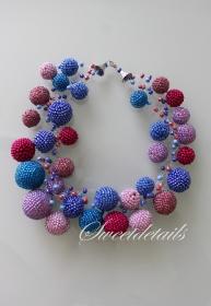 Gehäkelte verspielte Perlenkette *Lolly* Häkelkette Kette aus Perlen in Blau-Violett