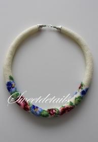 Gehäkelte Perlenkette *Blumentraum* Häkelkette Schlauchkette aus Perlen in Rosa-Blau-Grün
