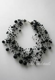 Handgemachte Perlenkette Häkelkette *Schwarze Eleganz*