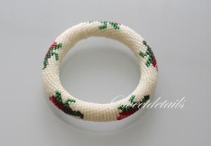 Gehäkeltes Perlenarmband *Rosentraum* - Häkelarmband Schlaucharmband aus Perlen in Weiß mit Rosenblüten
