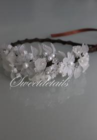 Wunderschöner Haarreifen / Haarschmuck für die Braut mit weißen Perlen und Blumen - Brautschmuck - Brauthaarschmuck Diadem  zum Binden