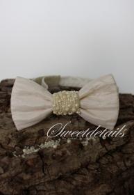 Genähte Fliege in  Elfenbein -Weiß  mit Perlen verziert für die Frau