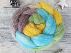 Kammzug mit Polwarth, Bambus, Tussah / handgefärbte Spinnfasern mit Farbverlauf - GARTENLAUBE - 100g