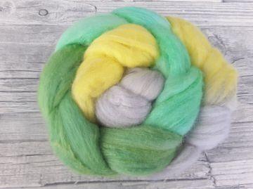 Kammzug mit Merino, Tussahseide / handgefärbte Spinnfasern mit Farbverlauf - GREENHORN - 100g