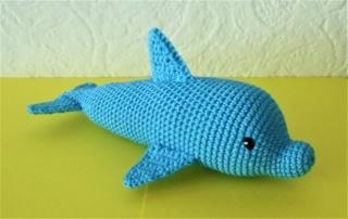 gehäkelter Delfin Conny , Kuscheltier aus Baumwolle , blau
