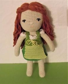 Puppe Anna im Dirndl , Kleidung zum an-und ausziehen, gehäkelte Puppe aus Baumwolle, Oktoberfest