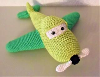 gehäkeltes Flugzeug Timmy, der Wolkenraser , Kuscheltier aus Baumwolle , grün