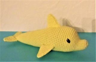 gehäkelter Delfin Conny , Kuscheltier aus Baumwolle , gelb
