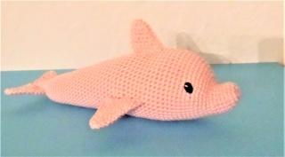 gehäkelter Delfin Conny , Kuscheltier aus Baumwolle , rosa