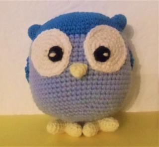 gehäkelte Eule Pam , Kuscheltier aus Baumwolle , blau
