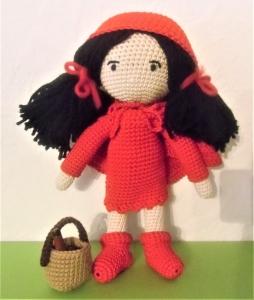 gehäkelte Puppe Rotkäppchen mit Korb , Kleidung zum an-und ausziehen , aus Baumwolle