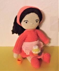 gehäkelte Puppe Sissi, die kleine Bäckermeisterin , Kleidung zum an-und ausziehen , aus Baumwolle