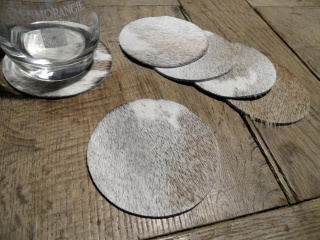 Untersetzer aus Kuhfell grau/weiß 10cm Durchmesser