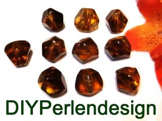 15 braune Acrylperlen,  unregelmäßige Form